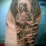 Крутой вариант выполненной тату Архангел Михаил – рисунок подойдет для тату архангел михаил надпись