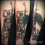 Крутой пример выполненной татуировки Архангел Михаил – рисунок подойдет для тату архангел михаил на руке эскизы