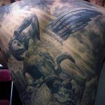 Классный вариант нанесенной наколки Архангел Михаил – рисунок подойдет для архангел михаил тату на спине
