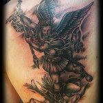 Прикольный пример существующей наколки Архангел Михаил – рисунок подойдет для тату архангела михаила с щитом