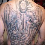 Оригинальный вариант нанесенной тату Архангел Михаил – рисунок подойдет для тату архангел михаил с щитом и копьём