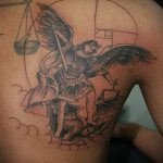 Зачетный пример нанесенной татуировки Архангел Михаил – рисунок подойдет для тату архангел михаил на руке