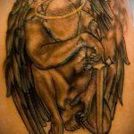 Уникальный пример готовой татуировки Архангел Михаил – рисунок подойдет для тату архангела михаила на плече
