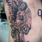 Оригинальный пример выполненной татуировки Архангел Михаил – рисунок подойдет для тату архангел михаил с мечом