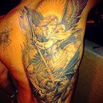 Классный пример существующей наколки Архангел Михаил – рисунок подойдет для тату архангела михаила на плече