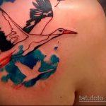 Классный пример готовой тату аист – рисунок подойдет для тату аист на спине