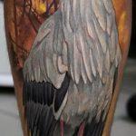 Классный пример нанесенной тату аист – рисунок подойдет для тату аист на шее