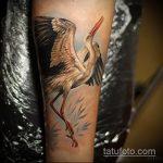 Зачетный пример нанесенной тату аист – рисунок подойдет для тату аист с ребенком
