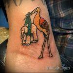 Интересный пример выполненной татуировки аист – рисунок подойдет для тату аист или журавль