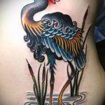 Классный пример выполненной татуировки аист – рисунок подойдет для тату аист марабу