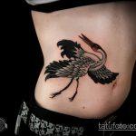 Интересный пример существующей татуировки аист – рисунок подойдет для аист тату на шее