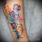 Уникальный пример готовой татуировки анютины глазки – рисунок подойдет для тату анютины глазки на ноге