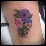 Зачетный вариант выполненной тату анютины глазки – рисунок подойдет для татуировка цветок анютины глазки