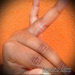 Интересный вариант выполненной татуировки крест на пальце – рисунок подойдет для тату виде креста пальце