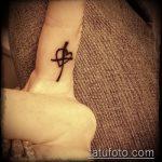 Прикольный вариант существующей наколки крест на пальце – рисунок подойдет для тату виде креста пальце