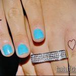 Прикольный пример готовой тату крест на пальце – рисунок подойдет для тату виде креста пальце