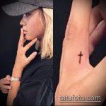 Уникальный пример существующей тату крест на пальце – рисунок подойдет для тату крест указательном пальце