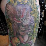 Зачетный пример существующей татуировки белка – рисунок подойдет для тату белка на ноге