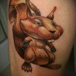 Крутой вариант выполненной тату белка – рисунок подойдет для фото тату белка ёж лягушка