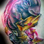 Прикольный вариант нанесенной татуировки белка – рисунок подойдет для фото тату белка и стрелка