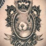 Оригинальный вариант существующей татуировки белка – рисунок подойдет для тату белка в колесе