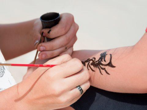 Последние исследования в США установили, что временные татуировок могут обладать сильным аллергическим действием - фото 1