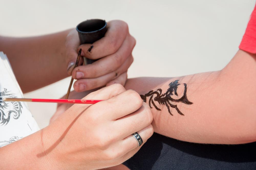 Как сделать временное тату в домашних условиях хной