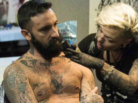 Ученые установили, что татуировка ослабляет иммунитет - фото