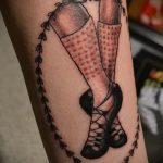 фото тату балерина №235 - прикольный вариант рисунка, который хорошо можно использовать для переработки и нанесения как тату балерины на шее