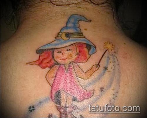 фото тату ведьма №24 - прикольный вариант рисунка, который успешно можно использовать для доработки и нанесения как тату ведьма на метле лицом вперед