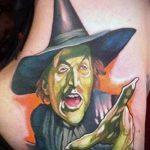 фото тату ведьма №843 - крутой вариант рисунка, который удачно можно использовать для доработки и нанесения как тату ведьма на метле лицом вперед