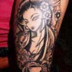 фото тату гейша №933 - прикольный вариант рисунка, который хорошо можно использовать для преобразования и нанесения как тату гейша на предплечий