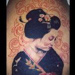 фото тату гейша №720 - интересный вариант рисунка, который удачно можно использовать для преобразования и нанесения как тату гейша и сакура