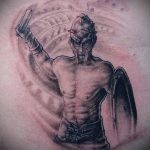 фото тату гладиатор №209 - достойный вариант рисунка, который удачно можно использовать для доработки и нанесения как тату гладиатор на спине