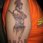 фото тату гладиатор №669 - эксклюзивный вариант рисунка, который легко можно использовать для переработки и нанесения как тату гладиатор на ноге