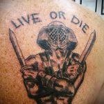 фото тату гладиатор №700 - классный вариант рисунка, который хорошо можно использовать для переработки и нанесения как тату гладиатор на колеснице
