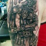 фото тату гладиатор №594 - интересный вариант рисунка, который удачно можно использовать для переделки и нанесения как тату гладиатор спартанец
