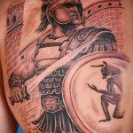 фото тату гладиатор №710 - уникальный вариант рисунка, который успешно можно использовать для переделки и нанесения как тату гладиатора на плече