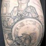 фото тату гладиатор №976 - уникальный вариант рисунка, который удачно можно использовать для переработки и нанесения как тату гладиатор на спине