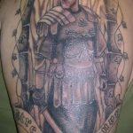 фото тату гладиатор №29 - достойный вариант рисунка, который успешно можно использовать для доработки и нанесения как тату гладиатора на икре
