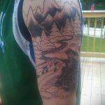 фото тату горы №722 - эксклюзивный вариант рисунка, который успешно можно использовать для доработки и нанесения как тату горы на плече
