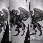 фото тату грифон №492 - интересный вариант рисунка, который удачно можно использовать для доработки и нанесения как тату грифон на спине