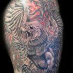 фото тату грифон №853 - прикольный вариант рисунка, который успешно можно использовать для преобразования и нанесения как тату грифон птица