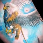 фото тату грифон №872 - эксклюзивный вариант рисунка, который успешно можно использовать для переработки и нанесения как тату грифон на запястье