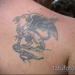 фото тату грифон №923 - достойный вариант рисунка, который легко можно использовать для преобразования и нанесения как тату грифон для девушек