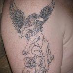 фото тату грифон №55 - эксклюзивный вариант рисунка, который легко можно использовать для преобразования и нанесения как тату грифон на руке