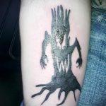 фото тату дерево №132 - достойный вариант рисунка, который легко можно использовать для преобразования и нанесения как тату дерево в кругу