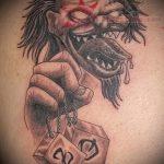 фото тату джокер №642 - прикольный вариант рисунка, который легко можно использовать для переработки и нанесения как тату джокер на лбу