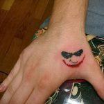фото тату джокер №255 - крутой вариант рисунка, который хорошо можно использовать для доработки и нанесения как тату джокер кукловод