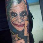 фото тату джокер №125 - классный вариант рисунка, который хорошо можно использовать для переделки и нанесения как тату джокер кукловод